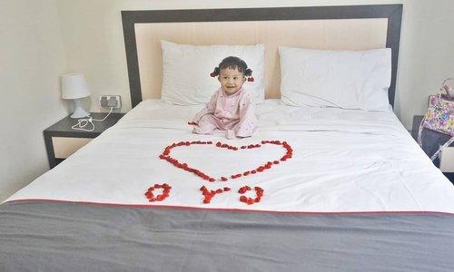 Udah punya anak, tapi pengen romantisan? Ya gak papa kali, biar rumah tangga semakin hangat #tsah. Kemarin kita ngerayain Valentine di @oyo.indonesia  Collection O 18 Puri Orchard. Kalian bisa baca pengalaman menginapku di http://bit.ly/LoveOYO....#PastiadaOYO #LoveOYO #valentine #OYOIndonesia #clozetteID