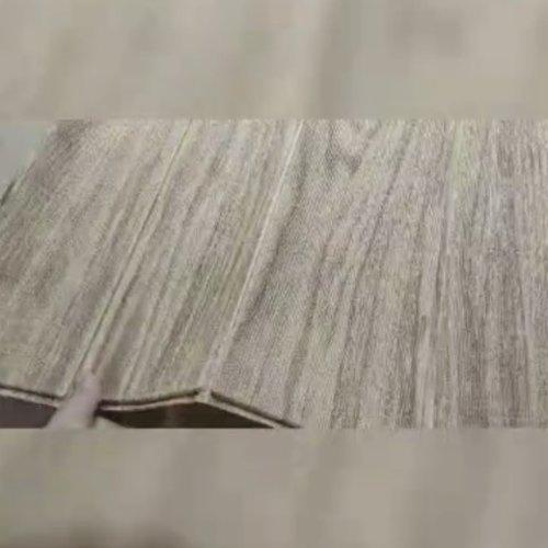 Pasang list lantai dari sticker foam cek ✅Biasanya list lantai/plint itu dipasang menggunakan bahan keramik yang sama dengan lantainya. Fungsinya selain estetika adalah agar kalau saat mengepel lantai tidak kotor/jamur bagian tembok yang bertemu dengan lantai. Nah aku sendiri pasang menggunakan sticker foam motif kayu yang harga perlembar Rp.16.000. 1 lembar nya ukuran 70x70 cm. Dengan masing-masing ada 6 plank. Caranya sih gampang, tinggal di gunting-gunting aja per planknya, terus tempel deh ke dinding. Untuk 1 rumah UK 36 M2  aku menghabiskan 10 lembar....#listlantai #plint #plintkayu #plintlantai #DIYHome #DIYhouse #clozetteid #randomtalk #foamkayu