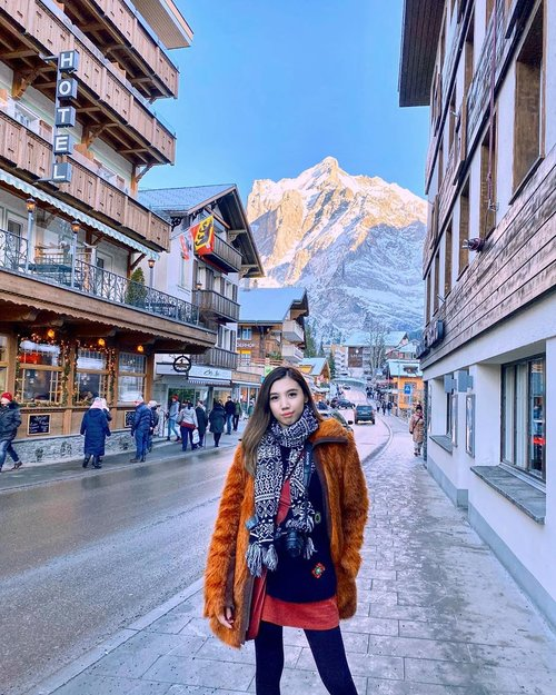 Bad hair day?? Don't care 🤷🏻♀️🤷🏻♀️ That view is amazing and I don't want to miss it.... #WhenInSwitzerland🇨🇭 • • • • #igtravel #travelgram #traveladdict #travelinglady #iamtb #winteroutfit #wintertrip #europetravel #grindelwald #mountains #visitswitzerland #switzerland_vacations #likes #follow #blogger #travelblogger #wanderlust #girlpowertravel #StellangelitaInEurope #StellangelitaInSwitzerland #ClozetteID