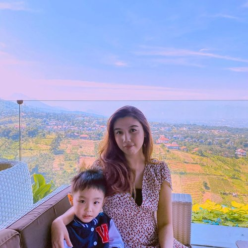 Lunch surrounded by nature at @skylinebestviewresto ••Not just the lovely ambience and the nice weather, but their food also delicious 😋 I could sit for hours at this place and enjoying the view. This restaurant is such a perfect place to go when you get bored with city life. Must visit when you're in Bandung✅....#igphoto #sundaypost #sundayvibes #momandson #WinstonGW #backtonature #skyline #cafebandung #skylinebestviewresto #bandungexplore #dagopakar #lunchwithaview #likes #blogger #ClozetteID