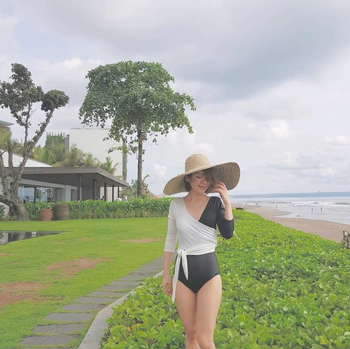 Baby, I'm too / You're too headstrong..[Muse - Madness]#wheninbali #bythebeach #bythepool #swimsuit #beachday #vacationmode #ootd #lotd #outfit #outfitoftheday #look #lookoftheday #instastyle #style #styleoftheday #sotd #igbeauty #fdbeauty #self #girl #clozetteid #clozettedaily #clozette #instabeauty #instalook #lookbook #vscofashion #instafashion #lookbookindonesia #ootdindo