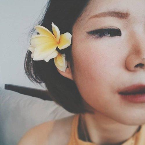 When in Bali. #flower #selfie #makeup #makeupoftheday #motd #femaledailynetwork #femaledaily #fdbeauty #clozetteid #clozetteco #clozette #travel #girl #onvacation #traveller #travelling #traveling #bali #indonesia #beautybook #vsco #vscocam #vscogood #instadaily #instagood #instalove #vscolove