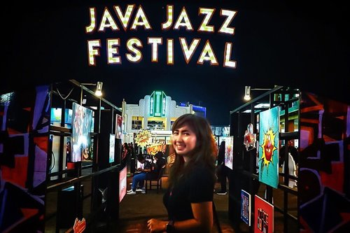 Was in Java Jazz Festival again last night after 3 years. Masih gitu-gitu aja festival, masih gitu-gitu line-upnya, that's kinda boring. . At least I was there for a reason last night. It was fun! 😂 . . . . . #javajazzfestival #javajazzfestival2018 #jazz #festival #jakarta #travel #travelblogger #instadaily #instagood #sonyalpha #vsco #ootd #clozetteid