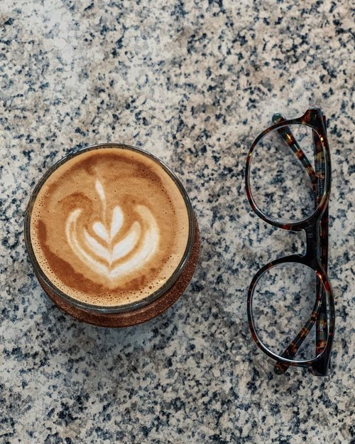 .Hello.Thank you.Next?.....#coffee #coffeeshop #bandung #latte #latteart #piccolo #addiction #caffeine #intake #dailyroutine #morning #saturday #weekend #whpcoffee #whpdailylife #shotoniphone #clozetteid