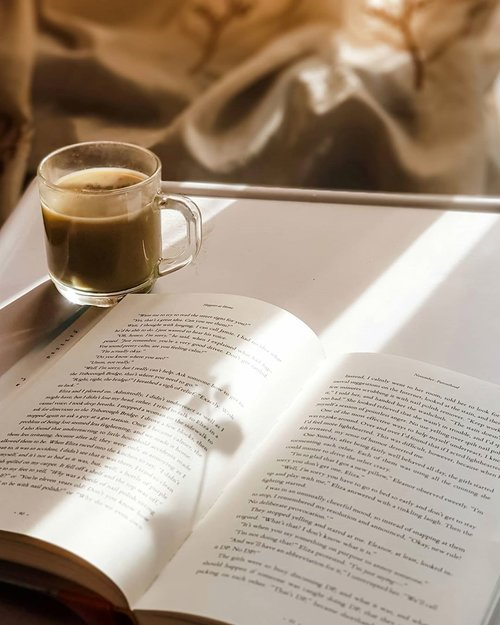 What could go wrong when you have a book and cup of coffee in the afternoon......#coffee #friday #afternoon #latte #caffeine #whpcoffee #book #mood #whp #lightroompresets #clozetteid