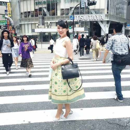 I am so proud to be Indonesian... with lots of traditional material like batik or songket... im wearing a beautiful songket skirt on the busy street of Shibuya.. and the skirt is totaly a style stealer darling! :) thank you @kokaind for the skirt and the golden bracelet :) #shibuya #vscocam #streetstyle #clozetteambassador #clozetteid #clozette #clozetteco #styles #ootdindo #ootd #lookbook #lookbookindonesia #aboutalook #topoutfit #instadaily #japan #japanesegirl #osaka #tokyo #tokyoghoul #shibuya109 #shibuyacrossing