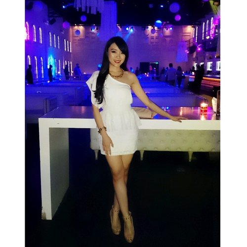 White party. Rouge by Rihanna perfume launching @empiricajakarta now with @grazia_id !! #me #selfie #asiangirl #styles #styleicon #styleoftheday #stylenanda #TGIF #whiteonwhite #whitedress #white #onwhite #whiteparty #fashion #fashionblogger #fashionstyle #indonesianfashionblogger #indonesianbeautyblogger #lookbook #lookbookindonesia #ootdindo #ootdasean #party #clozetteambassador #clozetteid #streetstyle #igstyle