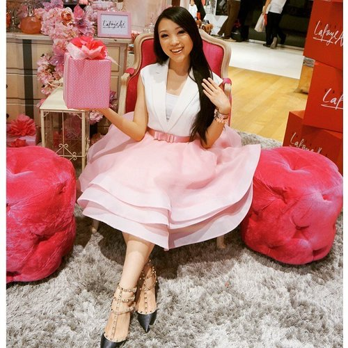 Mrs Santa will give you a present if you are kind to your parents and siblings this year... #theresiajuanita Www.theresiajuanita.com  #me #asiangirl #pink #pinkthemed #outfitoftheday #ootd #styles #styleoftheday #styleicon #christmas #stylenanda #styleblogger #flounceskirt #christmasspirit #christmaseve #christmaslight #christmasoutfit #christmas2014 #christmasinspiration #christmasgift #christmastime #clozetteco #clozetteid #ootdindo #ootdasean #lookbook #lookbookindonesia