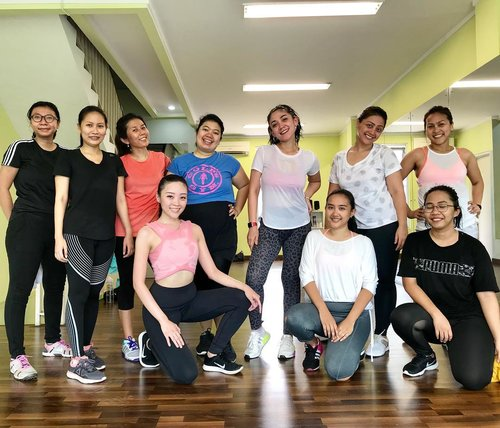 Throwback to my first zumba class last Saturday at Kor Studio. I love everything about zumba, it consist cardio, a bit of high impact, lots and lots of dance, a bit of salsa (which describe much why i love to do zumba). But as a first timer, i still have to catch up with them, and learn much from the instructor so i can be better and better... hopefully, i can soon able to catch up and (not losing my breath during the workout like last week) #workout #workoutroutine #workouts #workoutmotivation #zumba #zumbafitness #zumbaclass #korstudio #fitness #fitnessmotivation #fitnessjourney #zumbaclass #healthyliving #healthylifestyle #health #clozetteid