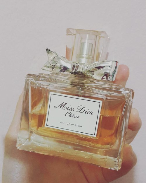 Will grow into Miss Dior and Miss Dior Blooming Bouquet in a sec.... #perfume #missdior #christiandior #missdiorcherie #fragrance #fragrantinca #clozetteid #clozetteco #femaledaily #perfumeoftheday