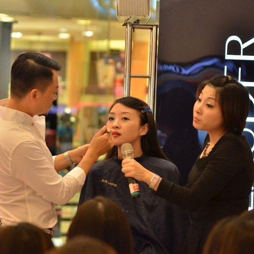 Ultimately, I sign up to attend this beautyclass held by @esteelauder #esteelauder and @lavielash #lavielash in Taman anggrek on 20 Sept, but kak Erfan (EsteeLauder PR) ask me to be a model for mr Vincent Xu (Global Make Up Artist for Estee Lauder) @vincent_evonxiu  I can tell its a big honour for me to be his model for 2 days in a row (i also become his model on 21 Sept in Plaza Senayan)  #femaledaily #fdbeauty #lavielash #beautyclass #vincentxu #esteelauder #tamananggrek #beauty #beautyblogger #indonesian #indonesianfashionblogger #indonesiabeautyblogger #ibb #indonesianbeautyblogger #beautyblogger #microessence #advancednightrepair2 #clozetteco #clozetteambassador #clozetteid #clozettegirl