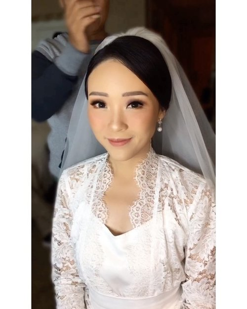 I also wanna thank mbak @maharani_nilla_makeup and mas @ririehairdo for my make up and hair do on that day 🙏🏻🙏🏻🙏🏻 i love it so much, Thank You (will share the evening make up also later ❤️) #reubentessawedding #makeup #weddingmakeup #weddingday #weddingphotography #weddinginspiration #weddinghair #clozetteambassador #clozetteid