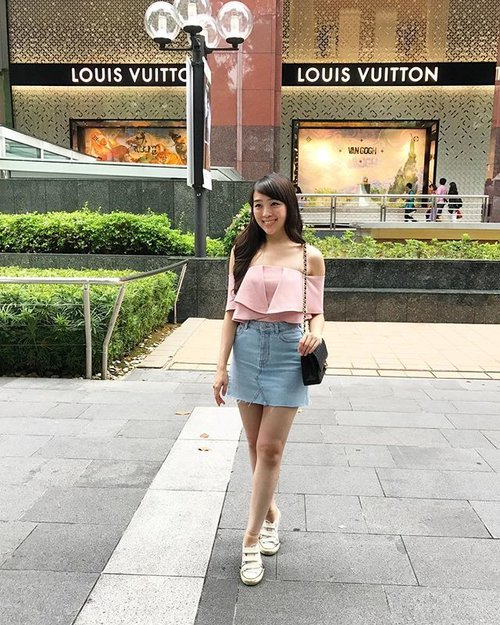 Pink is my recent favorite ❤️#sayaLB #lovebonito #loveit #lovebonitoid #ootd #ootdindo #ootdasean #look #lookbook #lookbooksg #lookbooklookbook #lookbookindonesia #fashion #fashionable #fashionstyle #fashionblogger #fashions #streetstyle #casual #clozetteid #singapore #travel #traveller #travellove #travelling
