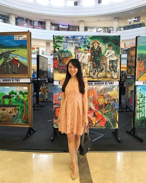 It's when i tried to fit in with the background ❤️ love all the TNI themed paintings, more than 100 paintings showed to celebrate TNI birthday 🐧🐧👨🏻✈️👨🏻✈️ #TNI #hutTNI #pictureoftheday #potd #instagram #instapainting #paintings #ootd #ootdindo #pinkdress #ootdasean #lookbook #lookbooklookbook #ignesia #monday #happymonday #doublewoot #doublewootootd #instastyle #clozette #clozetteid #clozetteambassador