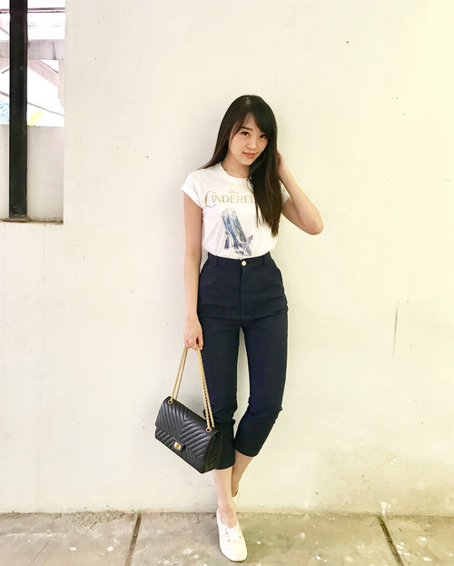 Have a blessed Sunday... #ootd #ootdindo #outfitoftheday #outfit #casualstyle #casual #sunday #sundaystyle #happysunday #lookbook #lookbookindonesia #cinderella #sayaLB #lovebonito #clozetteambassador #clozetteid #LBootd