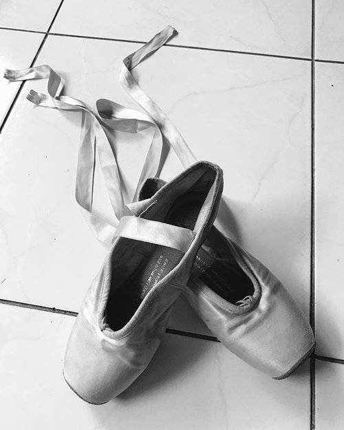 morning instapeople ❤️❤️ #ballet #balletdancer #clozetteid #pointeshoes #dance