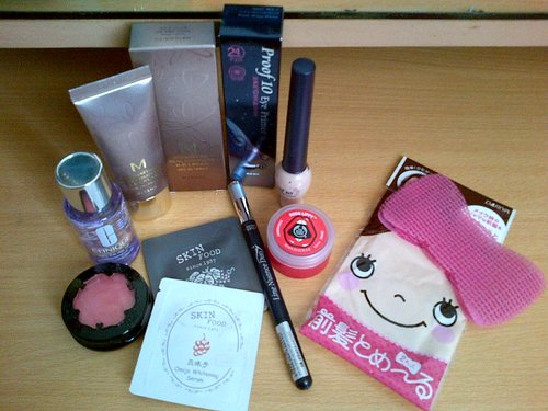 Missha signature real complete bbc, Proof 10 eye primer etude, TBS born lippy, Dariya hair fringe, Line Nuance duo etude, Skinfood samples (Omija whitening serum & Paltinum Grape Cell Eye cream), Clinique take the day off, Mia Piccolo blush.