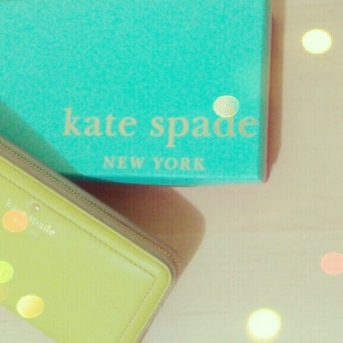 I hope I'm lucky to win the #katespade bangels  @clozettedaily. This is my favourite #katespade item a mot street edition #wallet