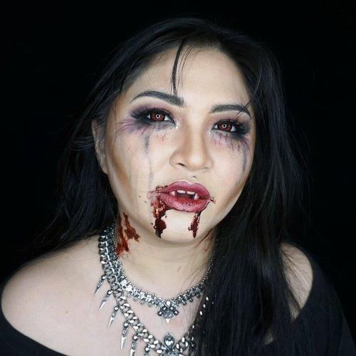 Queen of the Damned . . . . #vamp #vampire #vampires #vampiremakeup #halloweenmakeup #halloween #wakeupandmakeup #makeupforbarbies  #indonesianbeautyblogger #undiscovered_muas @undiscovered_muas #clozetteid #indonesianbeautyblogger #beautybloggertangerang #indobeautysquad #indobeautygram #fdbeauty #tampilcantik #mua_army #fantasymakeupworld #100daysofmakeup