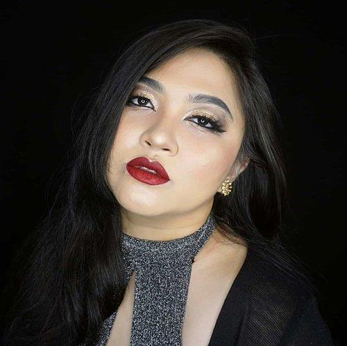 Glam holiday makeup 🎉 . Aslinya sih bareface tok 😂 . . . . #holidaymakeup #holiday #holidayseason #glammakeup #redlips #wakeupandmakeup #makeupforbarbies  #indonesianbeautyblogger #undiscovered_muas @undiscovered_muas #clozetteid #makeupcreators #indonesianbeautyblogger #slave2beauty #coolmakeup #makeupvines #indobeautysquad #indobeautygram #fdbeauty #mua_army #fantasymakeupworld #100daysofmakeup