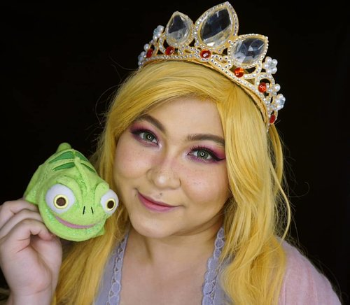 One of my favorite princess: Rapunzel ❤ Which one is yours? . It's the same makeup as the previous #pantone #RadiantOrchid ones🌸 . . . . #disney #disneyprincess #tangled #rapunzel #blondie #pascal #coloroftheyear  #wakeupandmakeup #makeupforbarbies  #indonesianbeautyblogger #undiscovered_muas @undiscovered_muas #clozetteid #colorful #makeupcreators #beautybloggerindonesia #slave2beauty #coolmakeup #makeupvines #indobeautysquad #fdbeauty #mua_army #fantasymakeupworld #100daysofmakeup