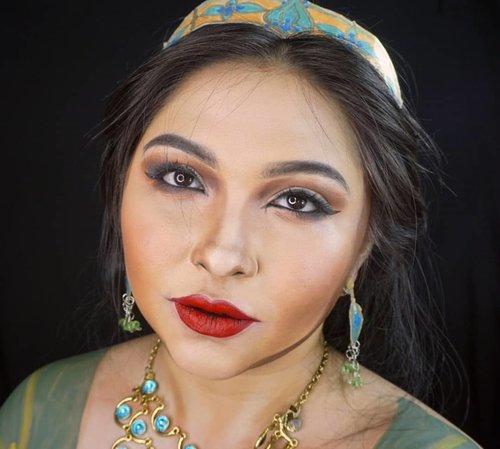 Throwback as Princess Jasmine. . Masih ga kelar2 beresin dan nyortir tempat makeup. Banyak yang expire jadi kudu dibuang2, banyak yg udah mau expire jd dipisah biar cepat dipakai, dst. Makanya ga selesai2 haha. Belum waktunya colongan dan suka direcokin si bayi Isa 😂 . . . . #aladdin #aladdinmovie #jasmine #princessjasmine #naomiscott #disney #makeuptransformation @naomigscott @disneyaladdin #disneyprincess #alysontabbitha #wakeupandmakeup #makeupforbarbies @makeupforbarbies #indonesianbeautyblogger @indobeautyblogger #arabian #undiscovered_muas @undiscovered_muas #bloggerceria @bloggerceriaid #bloggermafia #clozetteid #fdbeauty #indobeautysquad @maccosmetics @indobeautysquad @tampilcantik #tampilcantik #mua_army @mehronmakeup #fantasymakeupworld @lakmemakeup #100daysofmakeup #beautybloggerindonesia @beautyblogger_indonesia #aladdinid #disneyliveaction