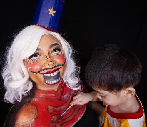 Sebenernya selama ini yang makeup-in isa guys, bukan aku 🙂 . . . . #momandson #momlife #nutcracker #nutcrackermakeup #makeupforbarbies  #indonesianbeautyblogger #undiscovered_muas @undiscovered_muas #clozetteid #makeupcreators #slave2beauty #coolmakeup #makeupvines #tampilcantik #mua_army #halloweenmakeup #fantasymakeupworld #100daysofmakeup #crazymakeup