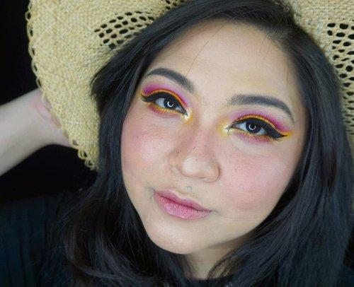 Mood: pengen liburan 🕶☀🌈 Dompet: eits, tidak secepat itu ferguso 👌 . . . . #wakeupandmakeup #makeupforbarbies @makeupforbarbies #indonesianbeautyblogger @indobeautyblogger #undiscovered_muas @undiscovered_muas #tutorialmakeup #makeupkondangan #bloggerceria @bloggerceriaid #bloggermafia #clozetteid #fdbeauty #indobeautysquad  @indobeautysquad @tampilcantik #tampilcantik #mua_army #fantasymakeupworld #cchannelbeauty @cchannel_beauty_id #girlssecretsquad #100daysofmakeup #beautybloggerindonesia @beautyblogger_indonesia