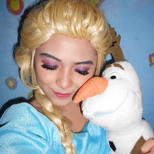 Have you heard that they're going to make Frozen sequel?? Well, im so happy yet so nervous, i totally like to watch frozen again in different story line, but im afraid the sequel is not going to be as great as the first one. But let's just hope for the best! 😍😍 P.s this is a throwback, so pardon the bad makeup, wig and costume, because it's not a costume at all, just some fabrics i threw together hahaa #disney #disneycosplay #disneyprincess #clozetteid #fotdibb #cosplay #princesscosplay #princess #queenelsa #elsa #icequeen #frozen #frozensequel #snowqueen #arendelle  #throwback