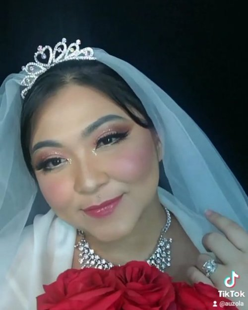 Reupload krn lagunya kena copyright 🙃 males ngedit lagi so no sound ya . Ini video tutorial buat wedding look yang kemarin, cuma baru ku edit lol. Buat pictorialnya bisa cek postingan yg sebelum2nya yahh 💕 . . . . #weddingmakeupcollab #makeupforbarbies #wedding #weddingmakeup #weddingmakeupideas #weddingmakeupjakarta #indonesianbeautyblogger #undiscovered_muas #fdbeauty #cchannelbeautyid @undiscovered_muas #clozetteid #makeupcreators #slave2beauty #coolmakeup #makeupvines #tampilcantik #boldmakeup #100daysofmakeup