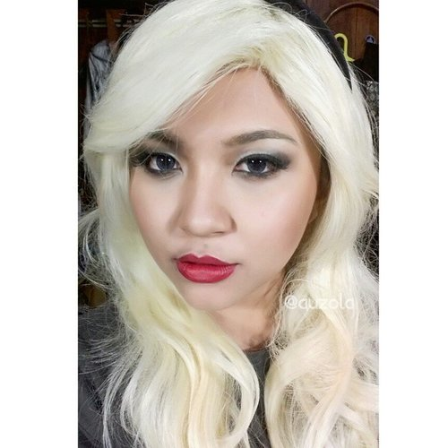 I guess this wig color look nice for Gwen Stacy look right? It doesn't have the right bangs tho, but well it might be a new makeup project!  #makeup #eotd #eyemakeup #eyes #anastasiabeverlyhills #clozetteid  #valerievixenart #makeupcrazyhead #makeupfanatic1 #themakeupstory #mayamiamakeup #vegas_nay #dressyourface #auroramakeup #lvglamduo #hudabeauty #fotdibb #makeupjunkie #dehsonae #makeupaddict #lovemakeup #vanitymafia #gweenstacy #whitehair #wig