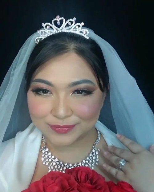 Ini video tutorial buat wedding look yang kemarin, cuma baru ku edit lol. Buat pictorialnya bisa cek postingan yg sebelum2nya yahh 💕 . . . . #weddingmakeupcollab #makeupforbarbies #wedding #weddingmakeup #weddingmakeupideas #weddingmakeupjakarta #indonesianbeautyblogger #undiscovered_muas #fdbeauty #cchannelbeautyid @undiscovered_muas #clozetteid #makeupcreators #slave2beauty #coolmakeup #makeupvines #tampilcantik #boldmakeup #100daysofmakeup