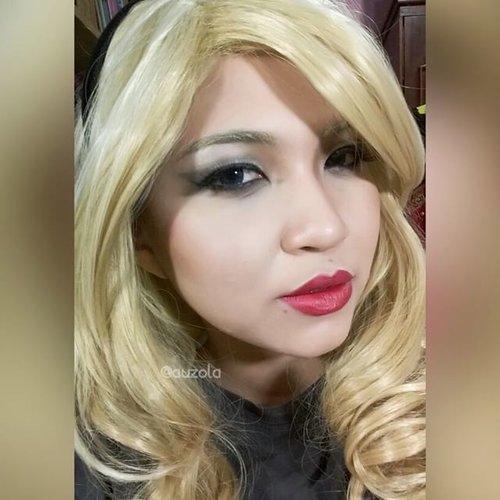 Blonde 💋 #vegas_nay #mayamiamakeup #anastasiabeverlyhills #hudabeauty #lookamillion #norvina #fcmakeup #zukreat #looklikeamillion #pinkperception #dressyourface #auroramakeup #lvglamduo #clozetteid #fotdibb #blogger #indonesianbeautyblogger #indobeautygram #blonde #wig #redlips #makeup