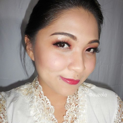 Selamat Hari Kartini! Be a strong and independent women! Plus, don't forget to always empower each other (remember, true lady always back each other up) and always show your true beauty! P.s lihat tutorial untuk look ala-ala kartini ini di www.rainbowdorable.com ♡ #makeup #eotd #eyemakeup #eyes #anastasiabeverlyhills #clozetteid #makeupcrazyhead #makeupfanatic1 #themakeupstory #mayamiamakeup #vegas_nay #dressyourface #auroramakeup #lvglamduo #hudabeauty #fotdibb #makeupjunkie #dehsonae #bobbieeller #makeupaddict #lovemakeup #vanitymafia #kartini #harikartini #tradisional #traditionalmakeup
