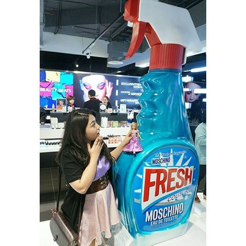Omg! We thought this was a window spray or something. Turns out this is a new fragrance from Moschino and it smells damn nice! The real bottle looks exactly like this one only smaller hahahaha, how amazingly cute is that? I totally want one 😍😍 It'll be available soon on @sephoraidn store in Jakarta!  #sephoraidnbeautyinfluencer #nextsephoraidnbeautyinfluencer #SephoraCPopening #SephoraidnXcp #sephora #sephoraindonesia #sephorajakarta #blogger #beautyblogger #indonesianbeautyblogger #clozetteid #beautyinfluencer #rapunzel #tangled #disney #disneyprincess #disneydoll  #tumblr #auzoladollsdayout #makeup #love #dollstagram #dollsofinstagram #moschino #moschinofresh