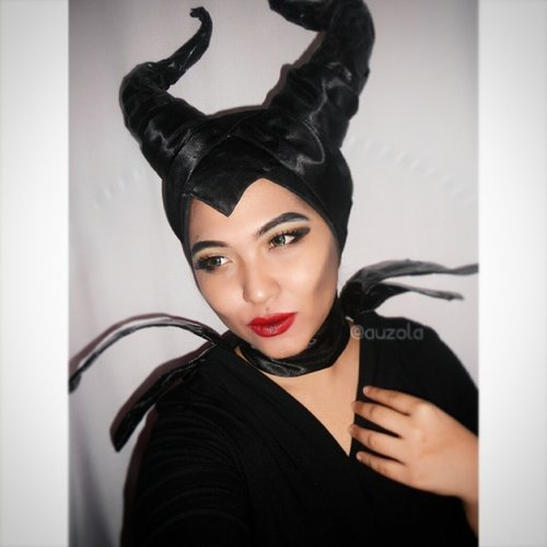 """""""I must say, I really felt quite distressed at not receiving an invitation"""" - Maleficent#disney #disneycosplay #disneyvillain #villain #maleficent #clozetteid #fotdibb #cosplay #villaincosplay #mistressofallevil #evil #quote #movie #sleepingbeauty #contour #facecontour #throwback*when you don't get an invitation for cool events hahahaha"""