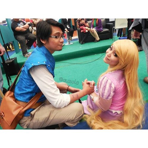You were my new dream~ @ichoyichi  #disney #disneycosplay #disneyprincess #clozetteid #fotdibb #cosplay #princesscosplay #princess #rapunzel #rapunzelhair #goldenhair #flowergleamandglow #tangled #indonesia #jakarta #ihaveadream #disneyonice #daretodream #throwback #couple #couplecosplay #cosplaycouple #pascal #chameleon #flynnrider #eugenefitzherbert #quote #disneyquotes