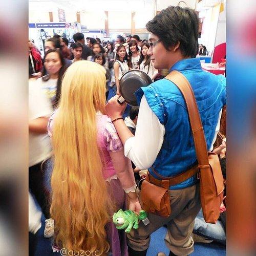 Rapunzel was totally freaking out because there was just too many human at @popconasia 😂😂 Thanks to Flynn Rider for the accompany hahaha @ichoyichi 😗 #disney #disneycosplay #disneyprincess #clozetteid #fotdibb #cosplay #princesscosplay #princess #rapunzel #rapunzelhair #goldenhair #flowergleamandglow #tangled #indonesia #jakarta #popcon2015 #popconasia #ihaveadream #disneyonice #daretodream #throwback #couple #couplecosplay #cosplaycouple