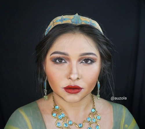 » PRINCESS JASMINE « . Have you watch Aladdin movie? I like the movie overall, but still kinda have a mixed feeling about it, especially for the characters. Do you guys like the new Aladdin movie? . . . . #aladdin #aladdinmovie #jasmine #princessjasmine #naomiscott #disney #makeuptransformation @naomigscott @disneyaladdin #disneyprincess #alysontabbitha #wakeupandmakeup #makeupforbarbies @makeupforbarbies #indonesianbeautyblogger @indobeautyblogger #arabian #undiscovered_muas @undiscovered_muas #bloggerceria @bloggerceriaid #bloggermafia #clozetteid #fdbeauty #indobeautysquad @indobeautysquad @tampilcantik #tampilcantik #mua_army @mehronmakeup #tasyashoutoutfarasya #fantasymakeupworld @lakmemakeup #100daysofmakeup #beautybloggerindonesia @beautyblogger_indonesia