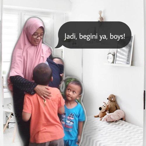 """Ibu, kenapa gak puasa? Siang-siang malah makan!"" --- hadeuh ketauan 🤭  Di lain kesempatan. 🧒 : ""Ibu, ayo kita sholat jamaah.""  👩 : ""Ibu lagi gak sholat, Mal."" 🧒 : ""Hagh, kenapa gak sholat? Sholat kan wajib!""  Uhm, tiba juga waktunya menjelaskan urusan ini ke Akmal (7 tahun) kenapa Ibu gak sholat dan gak puasa di bulan Ramadan. ⏳  Menghadapi pertanyaan Akmal seperti ini, aku berusaha tenang. Cari jawaban yang benar, sederhana dan sesuai dengan nalar kemampuan kognitif anak 7 tahun.   Aku baru bilang kalau wanita itu akan mengalami masa haid/datang bulan/menstruasi setiap bulannya. Yaitu keluar darah dari bagian reproduksi. Di mana kalau lagi keluar darah seperti ini maka Ibu akan pakai semacam popok bayi (pembalut). Biar Ibu gak ngompol. Nah makanya Ibu gak wajib sholat dan puasa karena Ibu lagi sakit.   ""Wah enak donk Ibu gak puasa dan gak sholat?"" Cecar dia lagi.   ""Ibu tetap harus mengganti puasa nanti setelah selesai bulan Ramadan"".  Oke, sampai sini dia Alhamdulillah mengerti. Diskusi dengan anak segedhe Akmal itu harus ilmiah. Karena pingpongan terus kalau ngobrol sama dia. Udah pinter jawab. Tapi dengan begini sebenarnya makin mudah buat aku masukin pelajaran sistem reproduksi.   Next, tinggal nyiapin jawaban buat naik level ngajarin anak tentang sistem reproduksi yang mengarah ke pubertas.  Berat. Rada pusing kalau dipikirin sekarang. Nanti aja deh, perlu diskusi bareng suami dulu kalau masalah beginian 😅 Aku mau nafas dulu 😆  Sekarang agak aman dan mari kita santap menu buka puasa. Hari ini gak masak apa-apa. Cuma tinggal menghangatkan ayam semur yang dimasak suami kemarin.  #ceritaarmita #momstories #ceritaibu #parenting #parentstory #parenthink #momblogger #familyblogger #ramadan #ramadhan #ceritaramadan #ramadan2020 #ramadhananak #clozetteid"