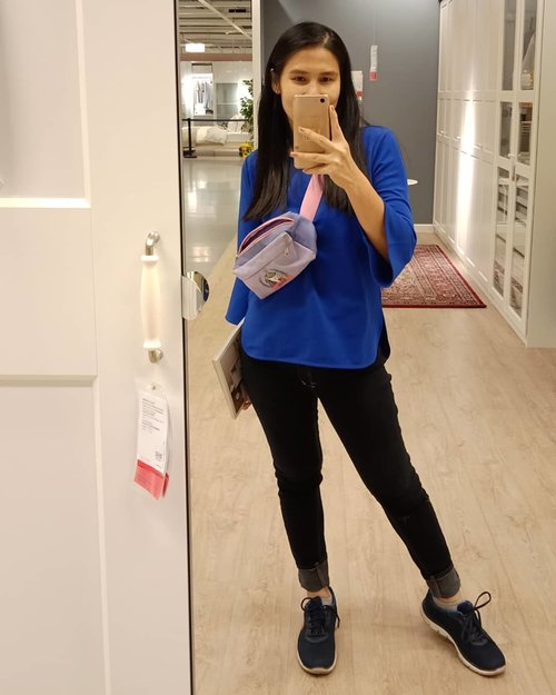 Taken this #ShamelessSelfie indoor when I visited @ikea_id yesterday by @oppoindonesia . Oh how I always 💙s #IKEA! .. Tap for details outfit! ... #ClozetteID #FansBeratIkea #FBI #kadotjes #SkechersIndonesia