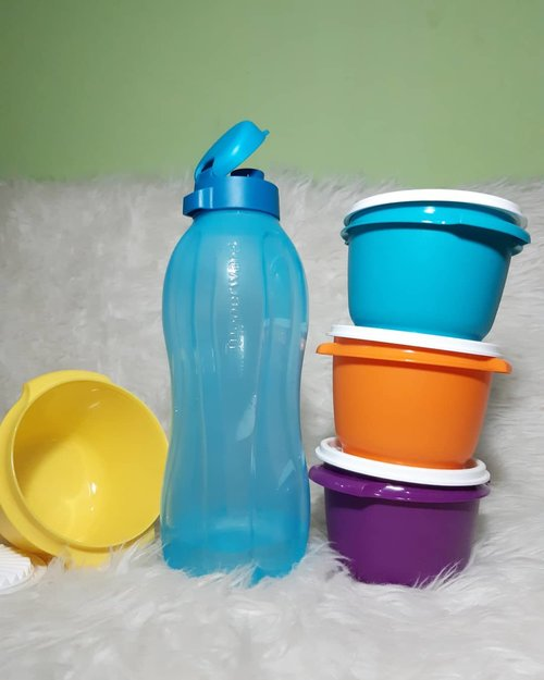 Manteman, kalian sudah minum berapa banyak dari pagi samapai siang hari ini? Sekarang sudah ada Eco Bottle dari @tupperwareid yang kapasitasnya 1,5 liter jadi  konsumsi air minum lebih tertakar, ye kaaaan?!.Apalagi sih kelebihan #ECOBottle1,5liter ini? Cuss meluncur ke bit.ly/EcoGreenEcoBottle atau klik link di bio, hanupis!..Terima kasih @clozetteid buat kesempatannya review Eco Bottle ini 😘...#ClozetteID#ClozetteIDreview#PakeTupperware