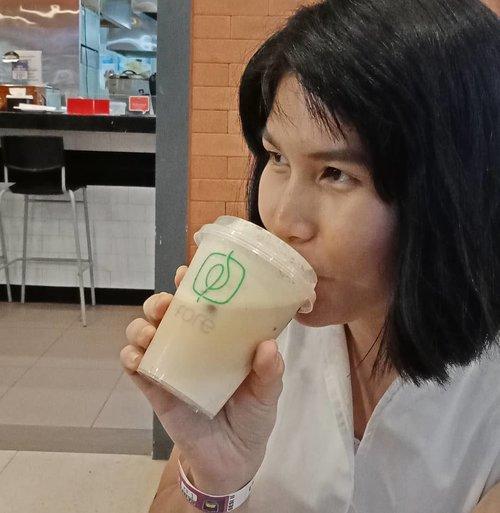 ☕ break.Ketika pikiran sudah mumet, saatnya berhenti dan rileks sejenak, dimulai dengan kopi..Udah nyobain @fore.coffee belum?...#ClozetteID#ShamelessSelfie#selfie#coffeestagram#instacoffee