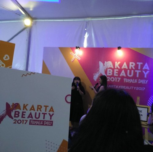 MUA and beauty influencer also entreprenuer @lizzieparra sharing about turning passion into business in @femaledailynetwork #jakartaxbeauty2017 event . Happy 10th anniversary Femaile Daily Network! .. ... #fromwhereistand #beauty #fdn #MUA #worktakesmeplaces #ClozetteID