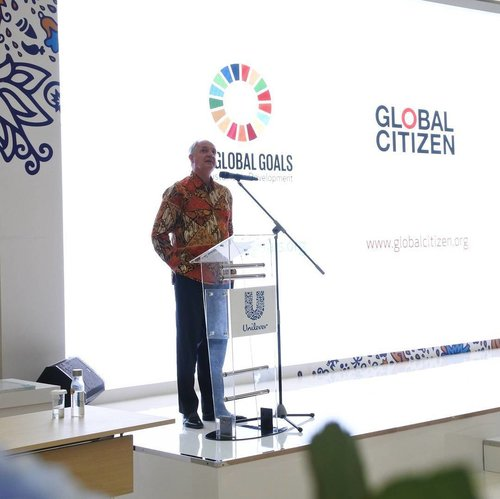 Thank you Mr. Paul Polman (Chief Executive Unilever)  for awesome insight this evening . 57km // Cisauk, Banten .. This event is presented by @unileverid and @limitlesscampus ... #ClozetteID #GlobalGoals #GlobalCitizen #UnileverXLimitlessCampus #LimitlessCampus #howfarfromhome #moodygrams #feedyourmind #inspiration #doit #keepgoing
