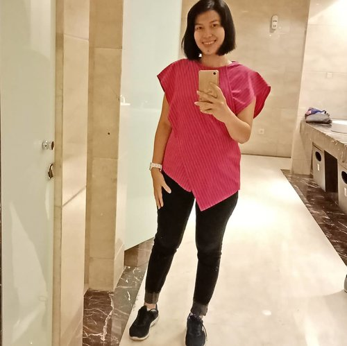 Good morning Monday! Am ready! . Tap details for my outfit! .. ... #ClozetteID #trijigallery  #MeAndBerrybenka #SkechersIDN #ShamelessSelfie #selfie #fromwhereistand #reflection #MondayMadness