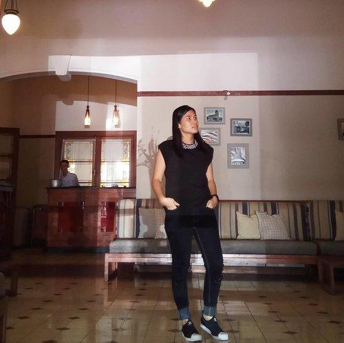 Rise and shine! . 👚 @3mongkis 👖 @berrybenka 👟 @adidasoriginals .. ... #ClozetteID #ootd #outfitoftheday #wiwt #whatiweartoday #3mongkis #3stripes #adidaswomen #selarasghr #worktakesmeplaces #berrybenka