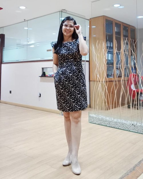 Good morning FriYay! Weekend is around the corner! . 👗 @id_theexecutive from @permataindah #instagramsister .. ... #ClozetteID #girlboss #workoutfitideas #workoutfit #9to5chic #officestyle #theexecutive #ladyboss #paylessidstyle  #paylessshoes