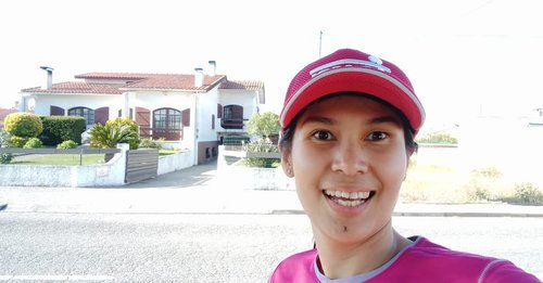 Oh My Gucci!  Saya selfie di depan rumah orang yang enggak saya kenal waktu lari di Ilhavo! Mudah-mudahan enggak kena UU ITE ya 😂.Yuk baca cerita seriously saya saat berlari dengan pemandangan Sungai Boco di Ilhavo, Portugal di bit.ly/BocoRiver atau klik tautan di profil ya!.....#ClozetteID#newpost#fitnfab#ShamelessSelfie#selfie#worktakesmeplaces#mamarunner#wheninIlhavo#travelgram#wanderlust#instatravel