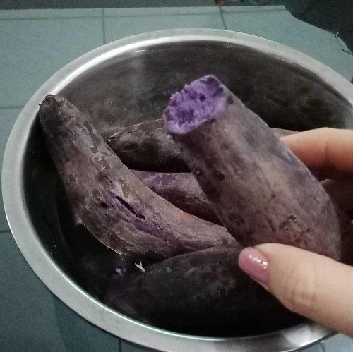 Taro for breakfast... Nom nom nom.Think globally Act locally.....#ClozetteID#breakfast #healthybreakfast#taro#eeeeeeats#tryitordiet#EatFamous #purple#handsinframe#localfood#foodporn